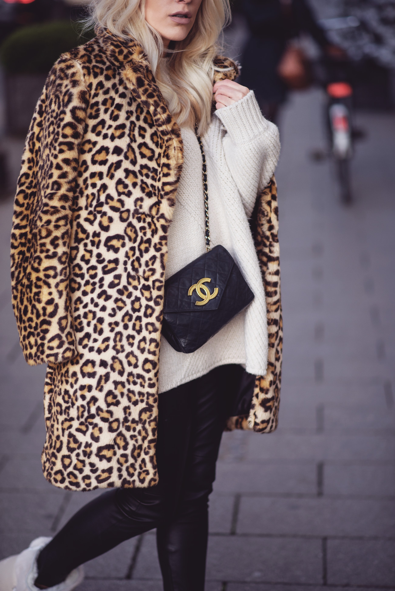 fashion-fashionblogger-blogger-chanel-winter-cozy-knitwear-leo-sequinsophia-4-dsc_6183