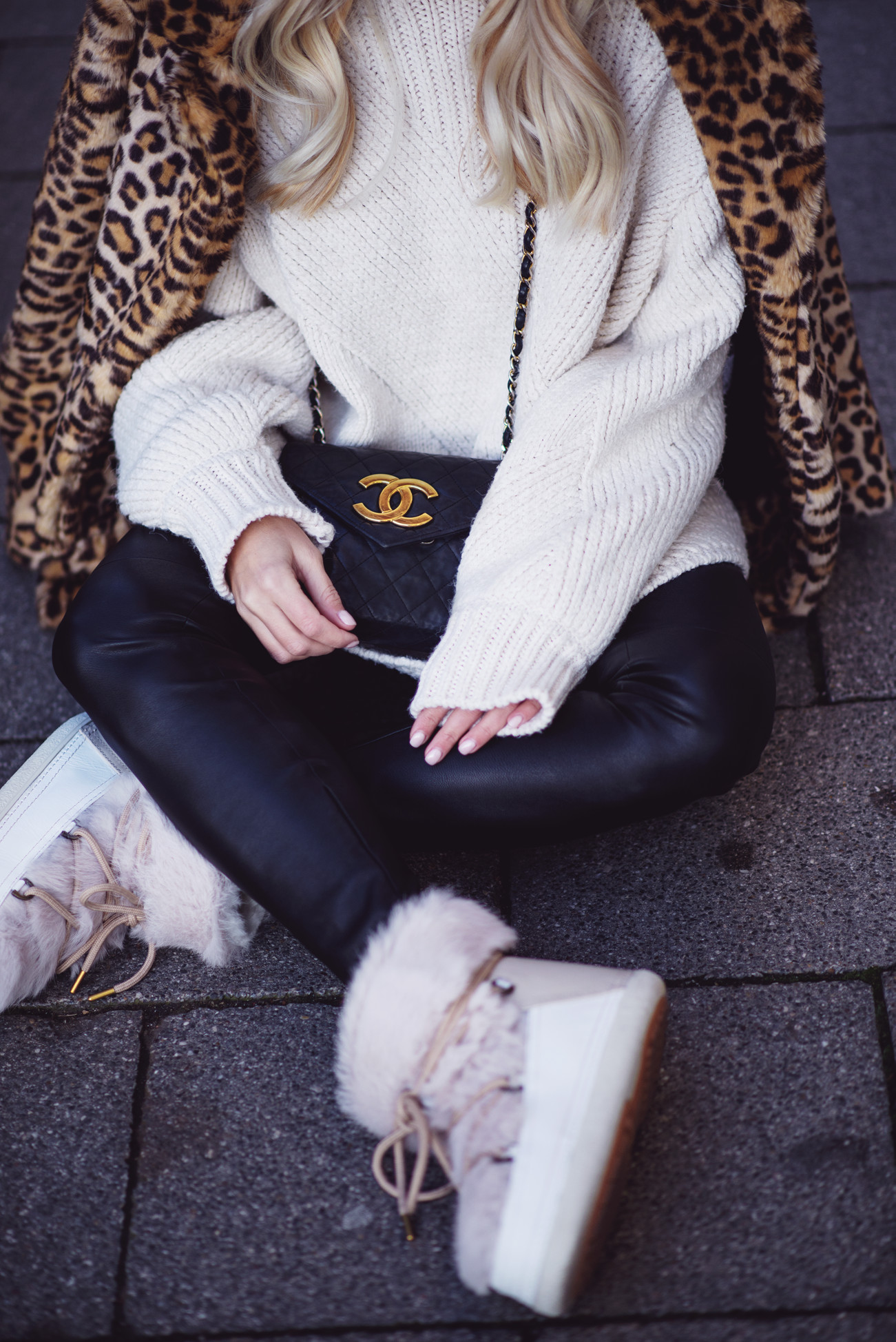 fashion-fashionblogger-blogger-chanel-winter-cozy-knitwear-leo-sequinsophia-7-dsc_6330