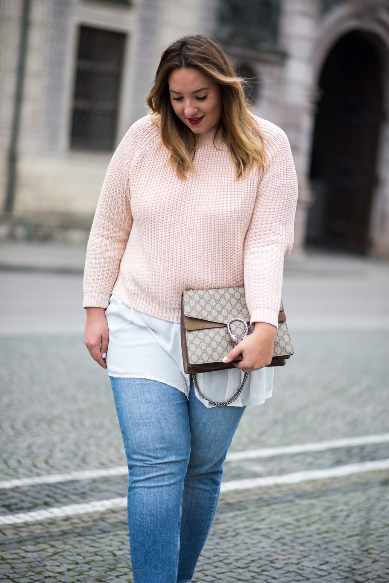 the-skinny-and-the-curvy-one_fashion_plussize_marina-rinaldi_chanel_jeans_blue-jeans_curve-outfit-inspo_muenchen-blogger_daily-outfit_plus-size-blog_plus-size-blogger-deutschland_-10-von-23