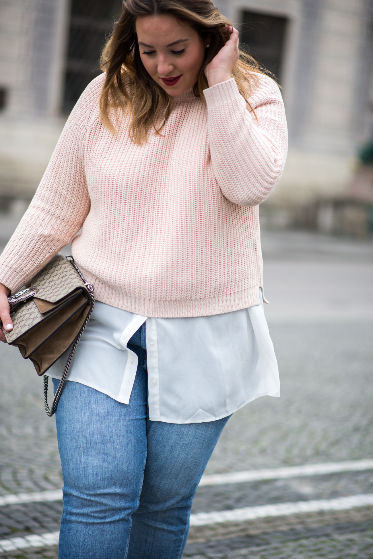 the-skinny-and-the-curvy-one_fashion_plussize_marina-rinaldi_chanel_jeans_blue-jeans_curve-outfit-inspo_muenchen-blogger_daily-outfit_plus-size-blog_plus-size-blogger-deutschland_-5-von-23