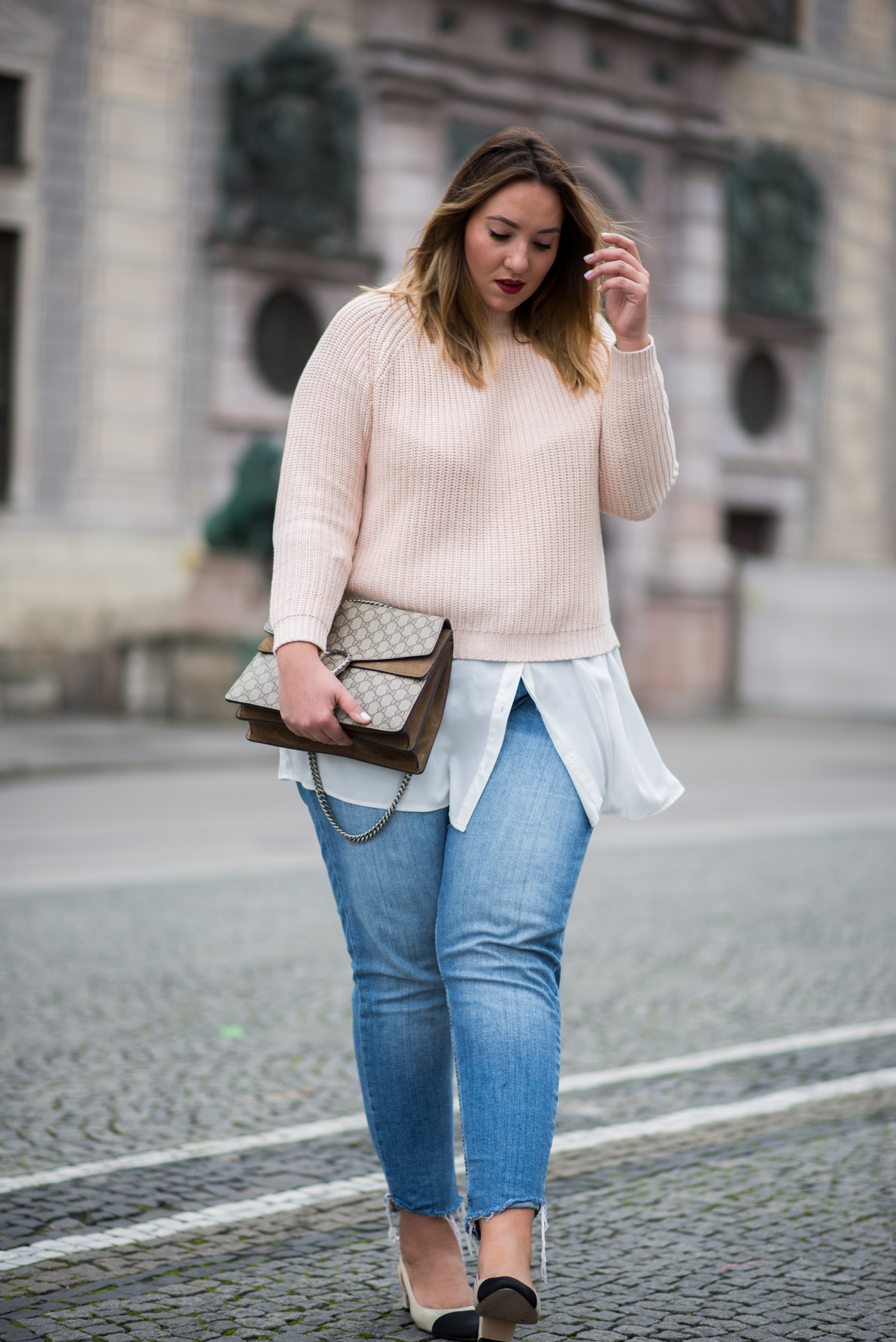 the-skinny-and-the-curvy-one_fashion_plussize_marina-rinaldi_chanel_jeans_blue-jeans_curve-outfit-inspo_muenchen-blogger_daily-outfit_plus-size-blog_plus-size-blogger-deutschland_-7-von-23