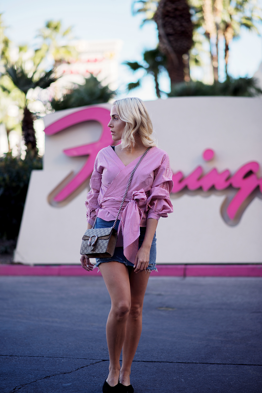 Fashion-Streetstyle-Outfit-LasVegas-FashionBlogger-Sequinsophia-DenimSkirt-RuffleBlouse-3-LIN_8252