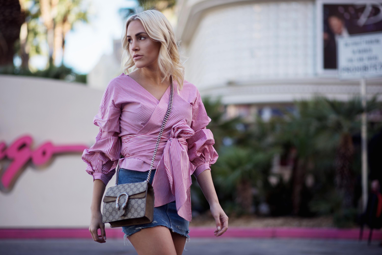 Fashion-Streetstyle-Outfit-LasVegas-FashionBlogger-Sequinsophia-DenimSkirt-RuffleBlouse-5-LIN_8355