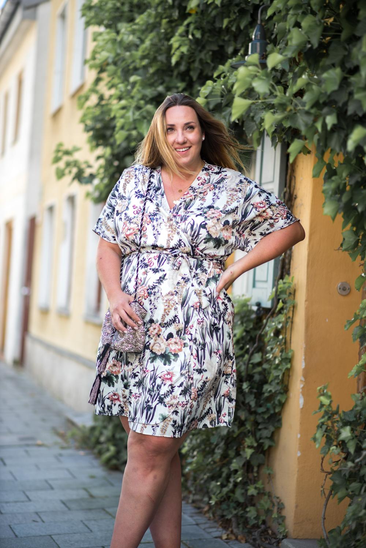 Kimono Kleid_Mango Violeta_Plus Size_Plus Size Blogger_Curves Deutschland_Fashionblog Deutschland (14 von 18)